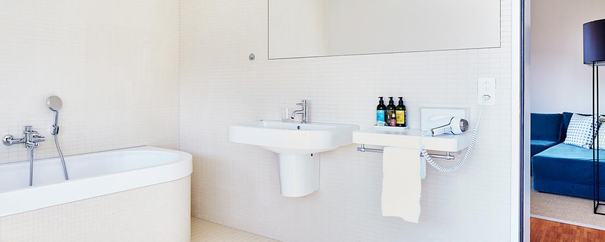 bathroom in 60sqm living penthouse loft
